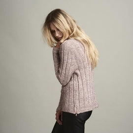 Delia rose colored knitted raglan sweater with rib pattern, made in Isager Alpaca and Merilin, the side and back