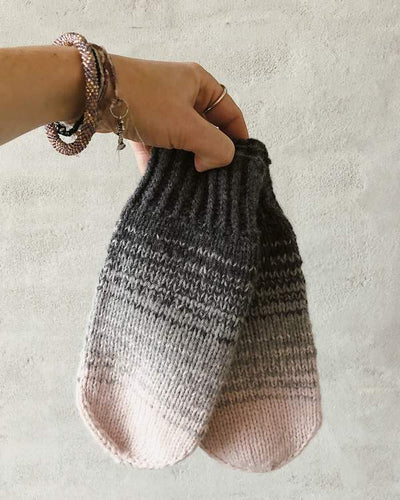 Dip dye mitten, knit in merino wool - Önling Nordic knitting patterns and yarn