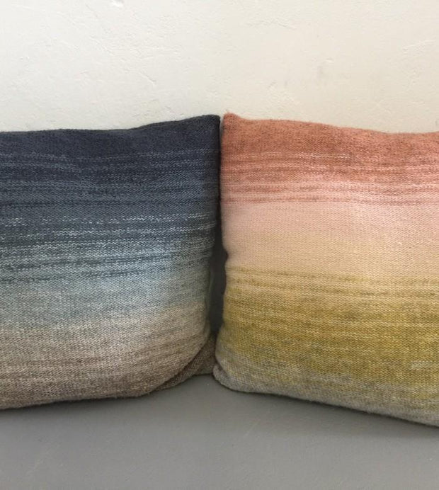 Knitted pillows with dip dye color change from blue to grey and from rose over yellow to grey, knitted in Isager Spinni wool