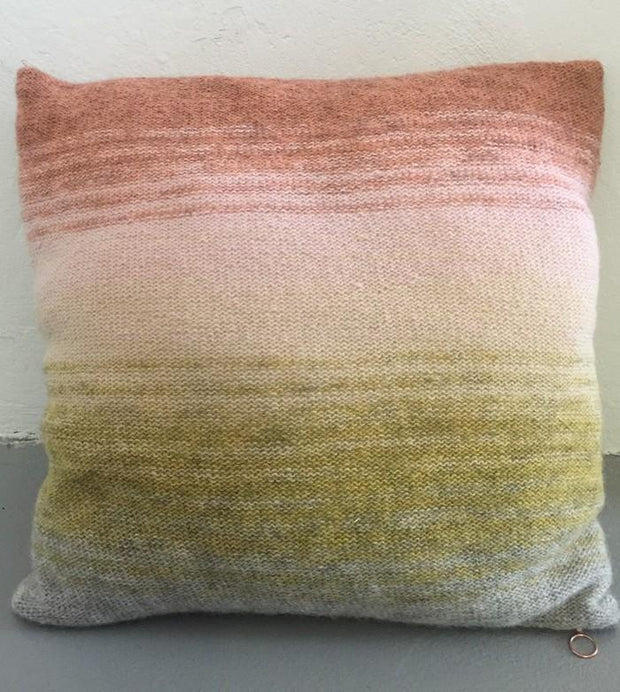 Knitted pillow with dip dye color change from rose over yellow to grey, knitted in Isager Spinni wool