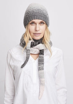 Cozy knitted scarf and hat with dip dye color change from light rose to dark grey, knitted at large needles with Önling no 2 merino wool
