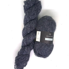 Yarn kit for dug hat in original light blue, Isager Tweed and Alpaca yarn