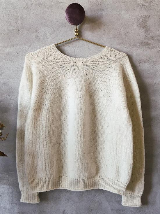 Easy Peasy Basic Sweater in white, knitting pattern