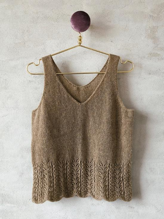 Knitting pattern for Fryd top.