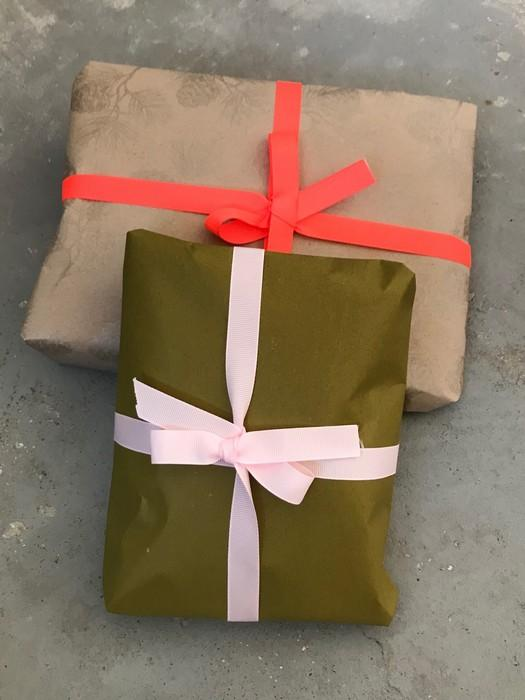 Gift wrapping, 2 christmas presents