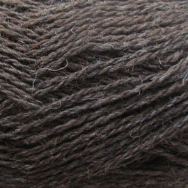 Isager Highland Wool yarn, the color Chocolate (brown), made of 100 % Peruvian Highland Wool.