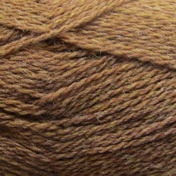 Isager Highland Wool yarn, the color Clay (light brown), made of 100 % Peruvian Highland Wool.