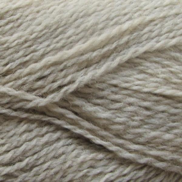 Isager Highland Wool yarn, the color Sand (beige), made of 100 % Peruvian Highland Wool.