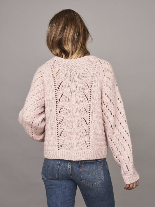 Magnum sweater with lace pattern, knitted in Önling no 1 merino wool and lamana cusi alpaca, light pink yarn kit