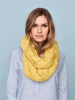 möbius scarf with lace pattern, made in Önling no 1 merino wool and angora, light yellow