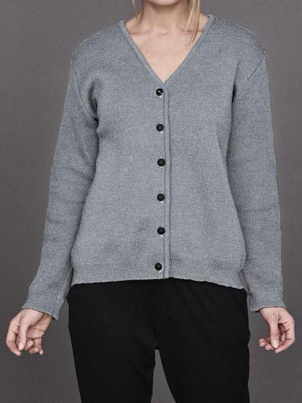 My Favorite lumberjack wool cardigan in grey melange, a classic cardigan in a heavy knit with a raw look, seen from the front