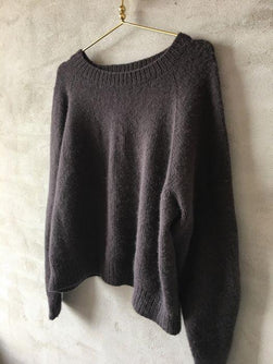 No Frills sweater, knitted sweater designed by PetiteKnit, knitted in Önling No 1 sustainable yarn of merino/angora