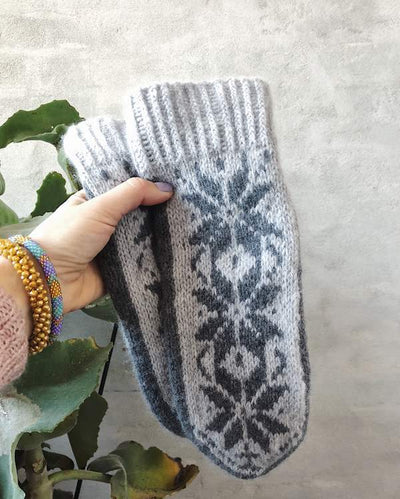 Nordic mittens with stars, merino wool - Önling Nordic knitting patterns and yarn