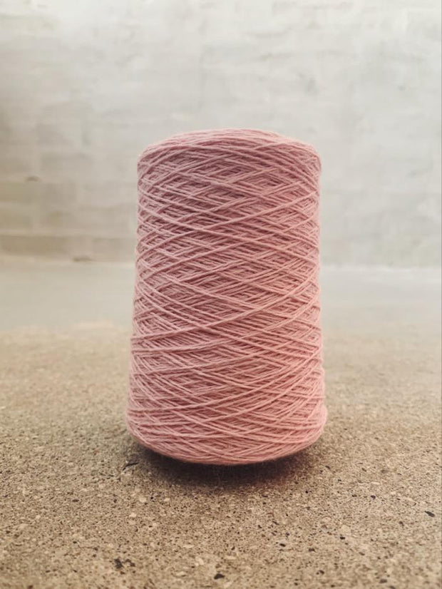 Soft rose Önling No 12 everyday yarn, wool and cotton - Önling Nordic knitting patterns and yarn