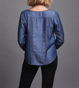 Sustainable denim shirt with long sleeves and pintucks, denim blue, made from lyocell and linen, the back