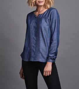 Sustainable denim shirt with long sleeves and pintucks, denim blue, made from lyocell and linen, the front