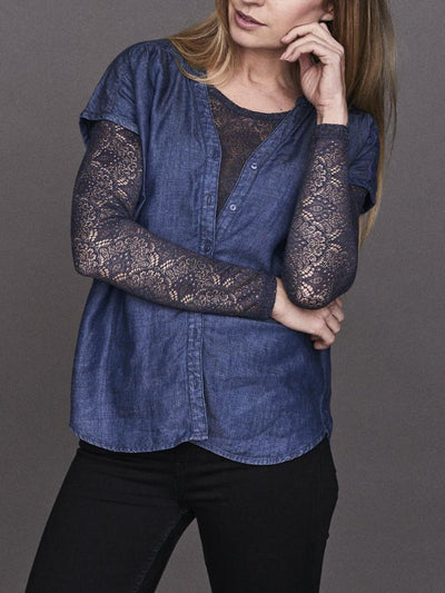 Sustainable denim top/t-shirt, denim blue, made from lyocell and linen, the front