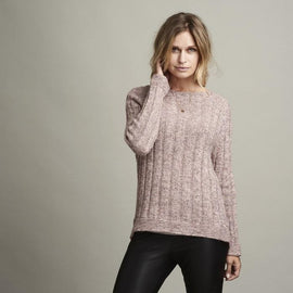 Delia rose colored knitted raglan sweater with rib pattern, made in Isager Alpaca and Merilin, the front