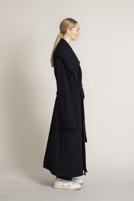 THE MIRACLE TRENCH COAT IN MIDNIGHT NAVY