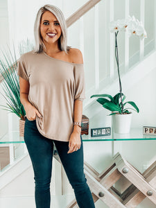 Sand Off shoulder Basic Tee