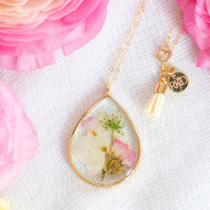 Pink and White Flowers Essential Blooms Necklace