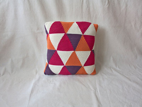 Pillow Geométrica Triangles Strong Pink