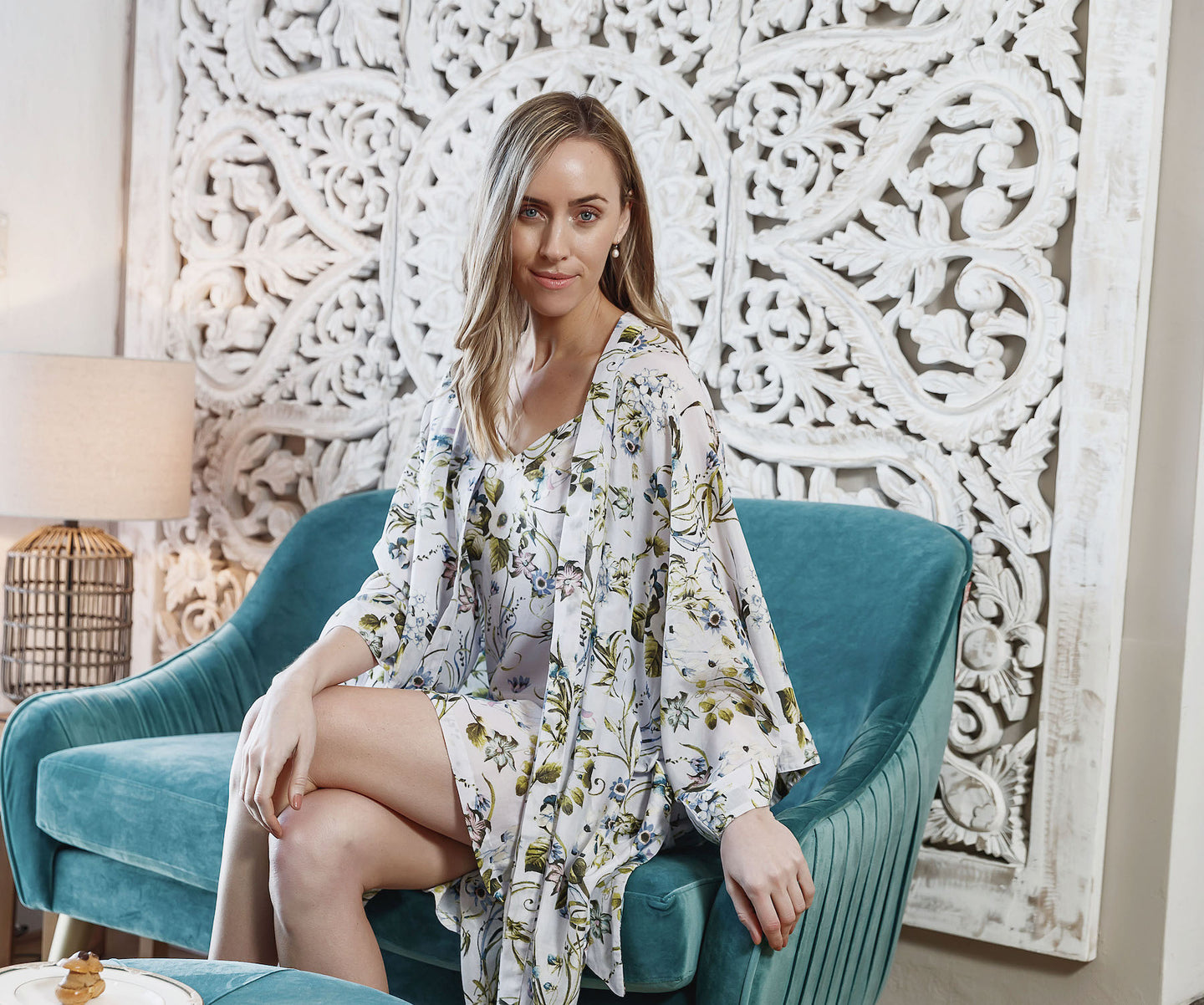 The Alyssa cotton silk Kimono Robe has a luxurious feel on the skin, has a lovely floral on white print, and has wide sleeves and a tie waist belt.  This robe fits a size 8-18.
