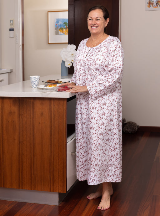 The Carmen cotton nightie has a pleated bodice trim and two front opening buttons and long sleeves, with soft leaf print falling to a 3/4 length relaxed fit ensuring you drift off to a sleep in comfort.