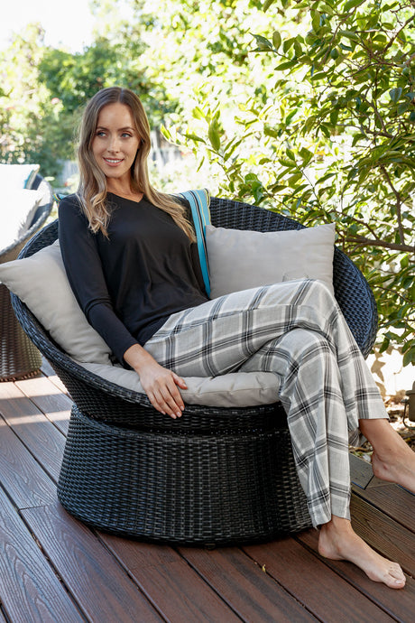 Our Eva pyjama pants have a stylish grey check design & feature soft elastic to the waist & a drawstring tie. They are comfortable, soft & luxurious to wear.