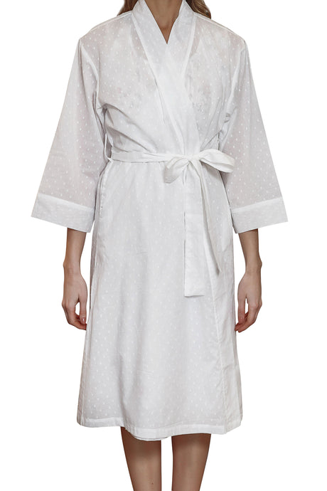 Hail spot white cotton robe with side pockets and tie belt to waist and 3/4 sleeve.  Sits just below the knee. front