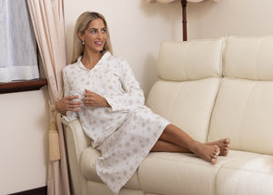 The Matilda soft cotton knit nightie with collar, features a beautiful Australian design print using the Australian Bridal Flower for inspiration, with soft tones of cream to add feminine touches.  The nightie has a soft collar and 3 satin buttons to the front and satin cream piping.    This print is exclusive to Clementine Sleepwear