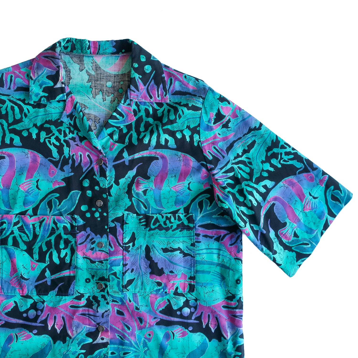 Second Room Vintage Clothing. Vintage 90s tropical fish print top, with pearlized silver snaps, no top button, and two front patch pockets that sit low on the chest. Free Shipping on all orders within North America.