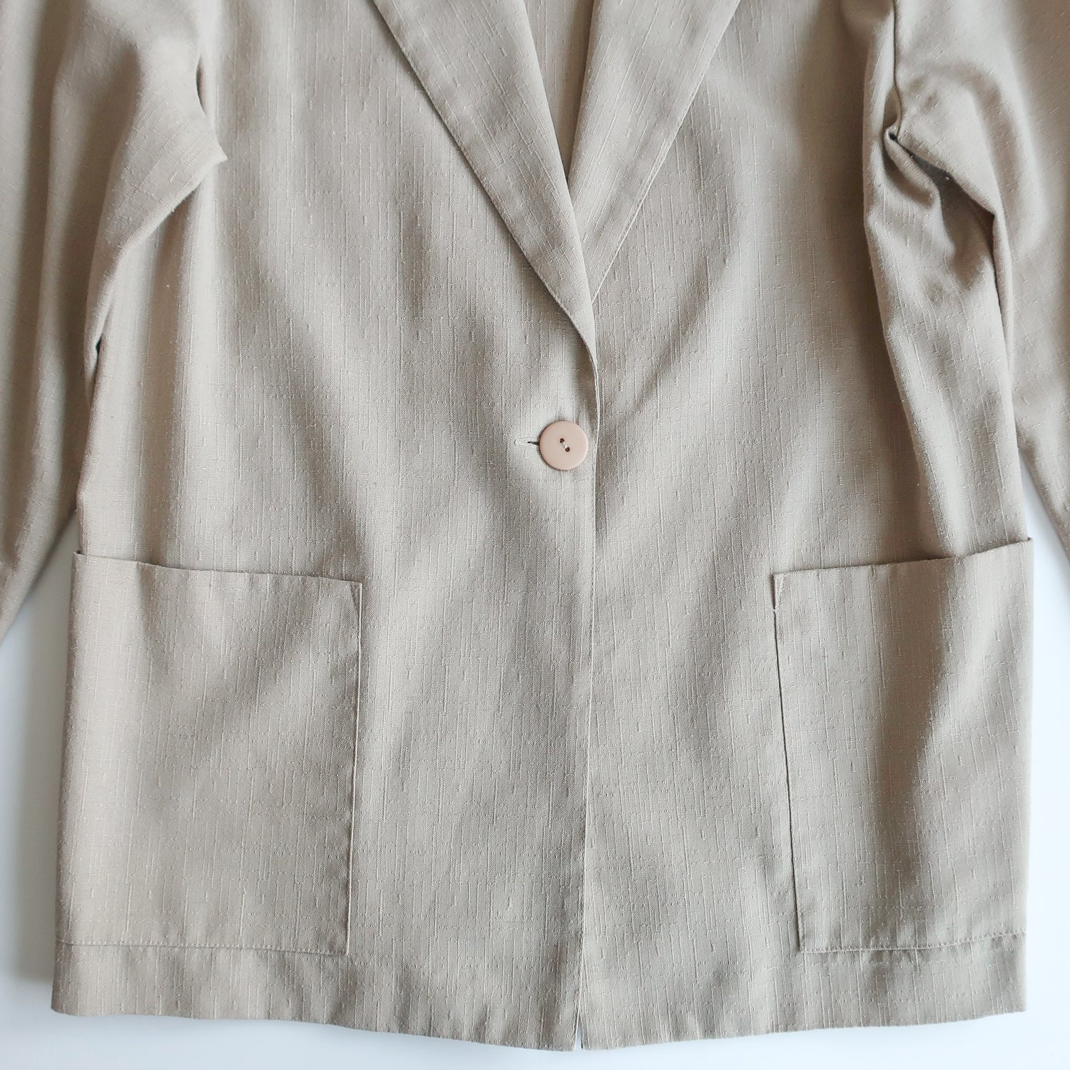 Second Room Vintage Clothing. Vintage beige linen blend blazer, unlined, with one button for closure, two front pockets, and shoulder pads (that could easily be removed if desired). Free North American shipping on all orders.