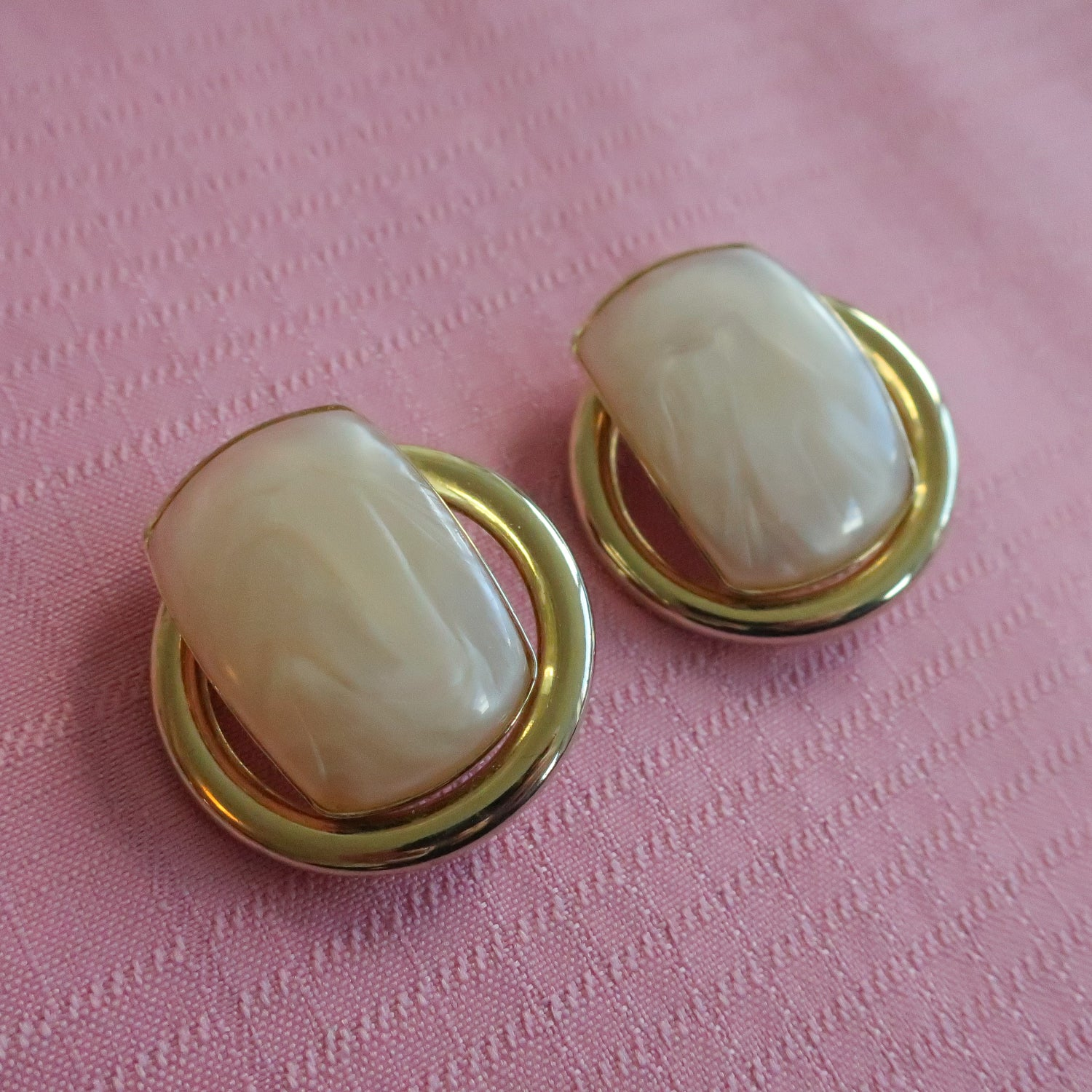 "Second Room Vintage Clothing. Vintage gold tone round clip on earrings, with faux pearl accent in the centre; 1.75"" round. Free North American shipping on all orders."