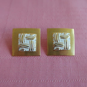 Second Room Vintage Clothing. Vintage square gold tone pierced earrings, with white and gold pattern in the centre. Free North American shipping on all orders.