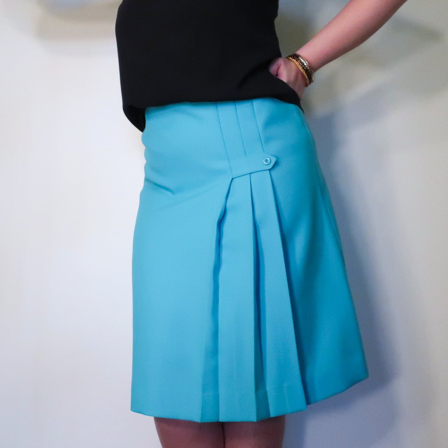 Second Room Vintage Clothing. Vintage bright blue a-line skirt, with pleated detail in the front. Free North American shipping on all orders.