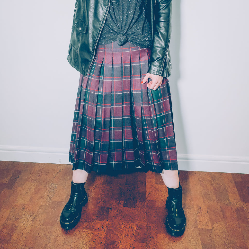 Second Room Vintage Clothing. Vintage dead stock (never worn) dark purple, red, and forest green plaid wool pleated midi skirt. This skirt is 100% wool, unlined, with side zipper and button. Free North American shipping on all orders.