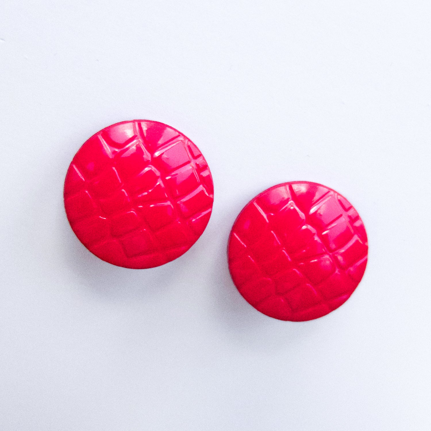 "Second Room Vintage Clothing. Vintage red round stud earrings with crocodile print. Note that these earrings have a flexible plastic post; not a metal one. These earrings are 1"" round. Free North American shipping on all orders."