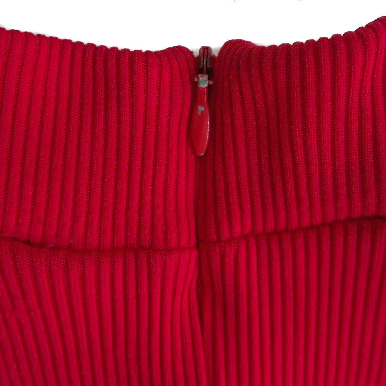 Second Room Vintage Clothing. Vintage 90s short sleeve, red ribbed mock turtleneck top. The fabric is stretchy and slightly shiny, and there is a zipper at the back of the neck. Free Shipping on all orders within North America.