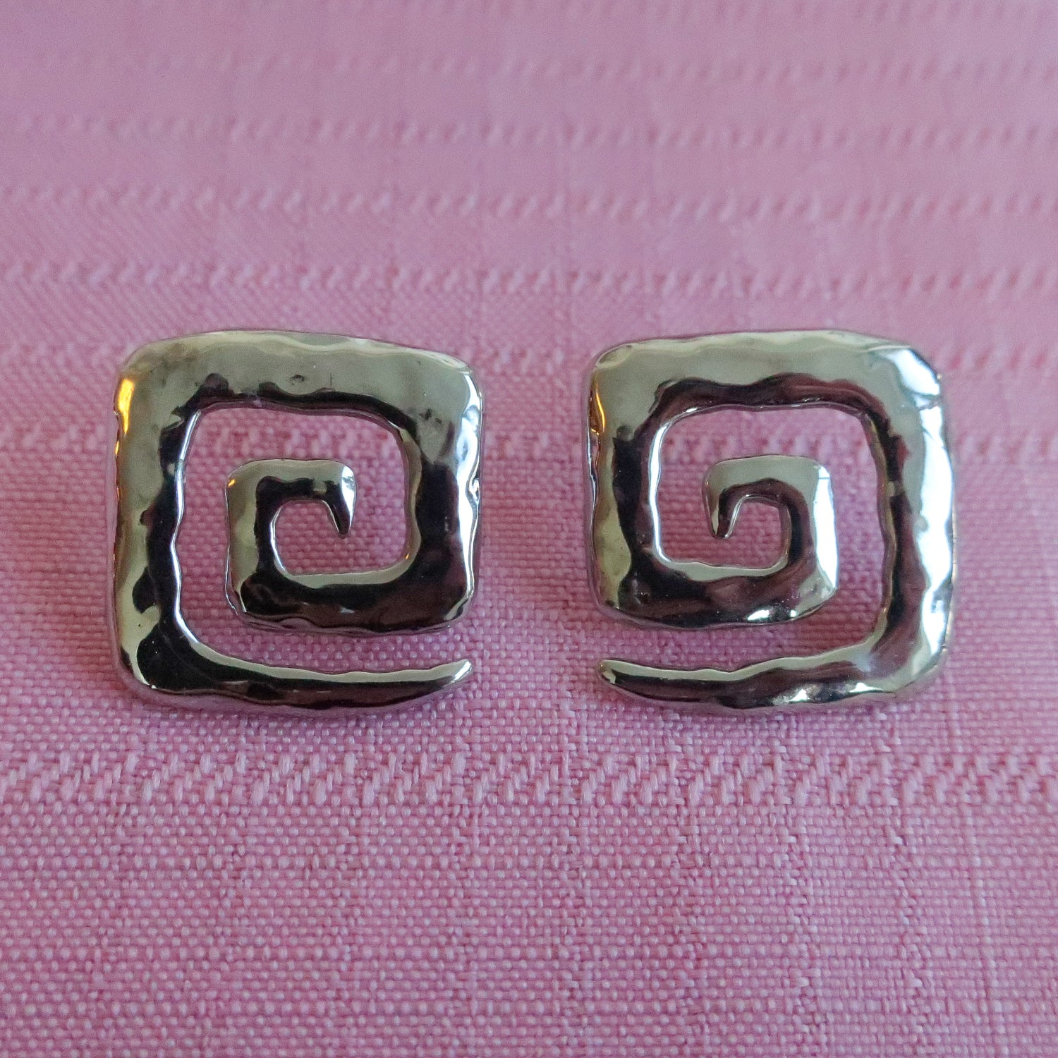 "Second Room Vintage Clothing. Vintage silver tone, square swirl/spiral earrings. These earrings are 1"" square. Free North American shipping on all orders."