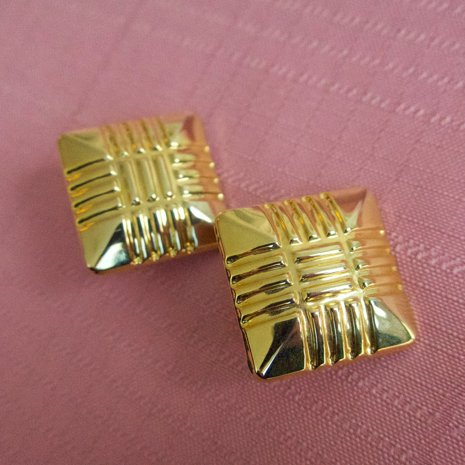 "Second Room Vintage Clothing. Vintage gold tone square clip on earrings. These earrings are 1"" square, but hang on an angle, as a diamond shape. Free North American shipping on all orders."
