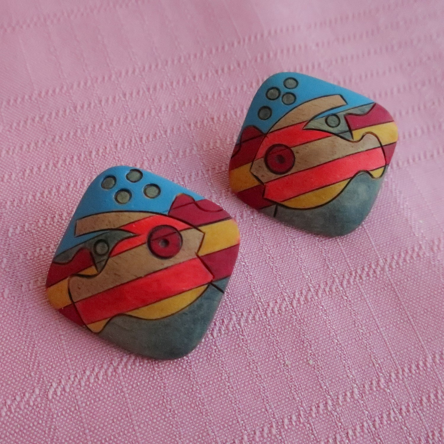 "Second Room Vintage Clothing. Vintage square wood studs, with bright hand painted tropical fish design. Earrings are 1.5"" square. Free North American shipping on all orders."