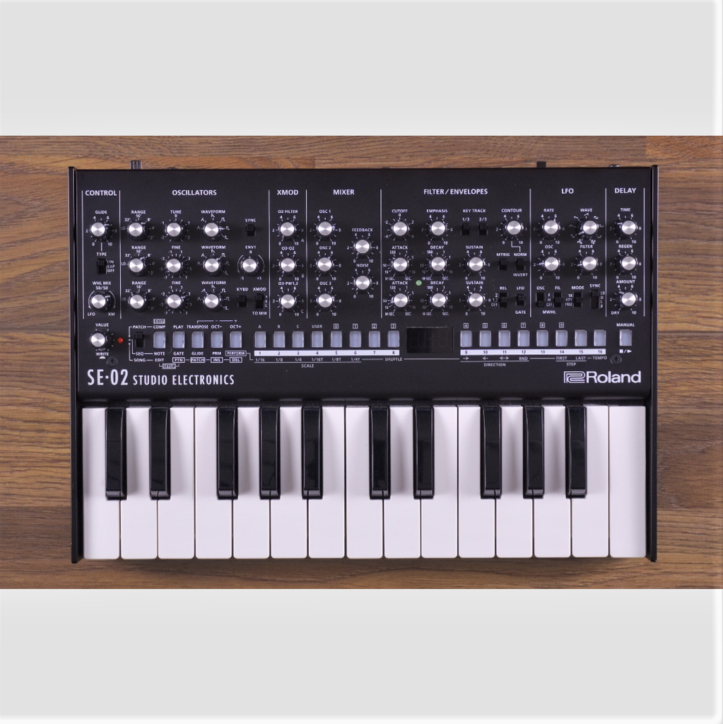 Used Roland SE-02 with K-25m Keyboard