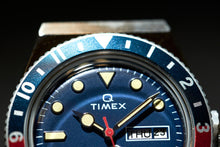 Load image into Gallery viewer, TIMEX Q Reissue x Peanuts 70th Anniversary TW2U713