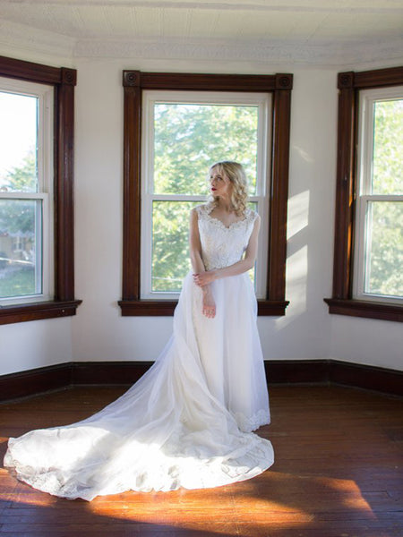 Stunning See Through Sweetheart Long Bridal Dresses With Sleeveless,White Floor Length Wedding Dresses,Affordable Wedding Dresses Online,VPWD193