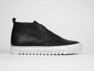 Mens Chukka Trainer in Black Tumbled Leather