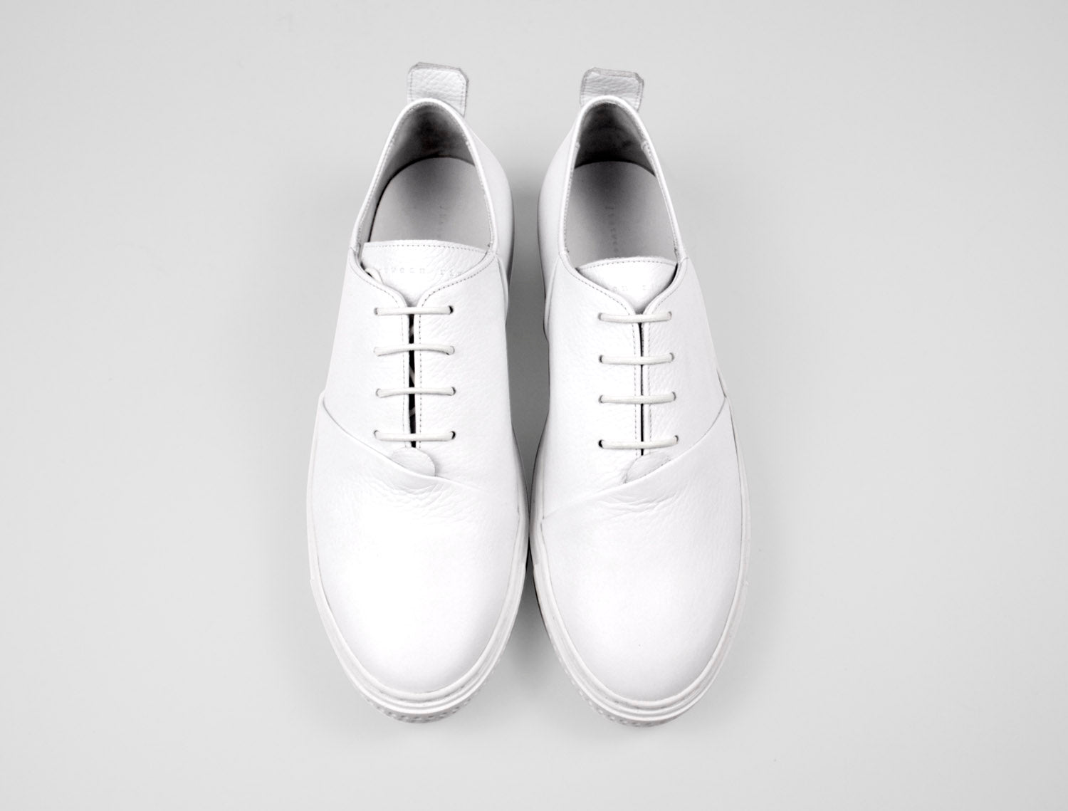 Womens Low Top Trainer in White Tumbled Leather