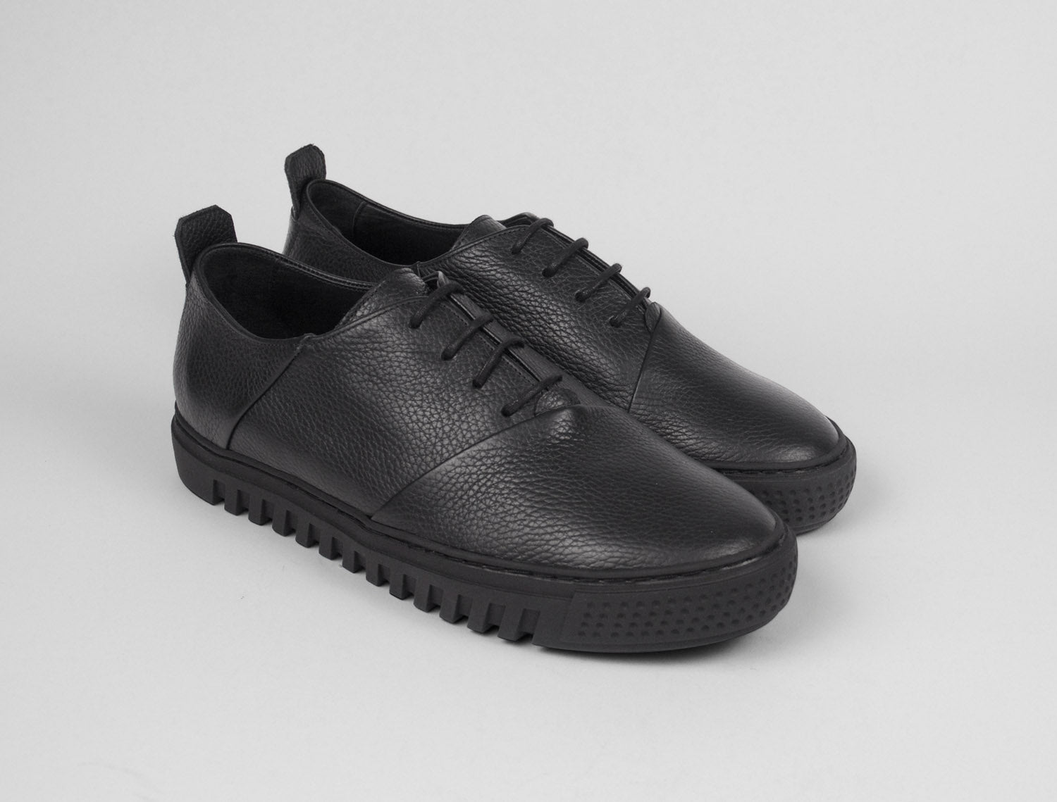 Womens Low Top Trainer in Black Tumbled Leather