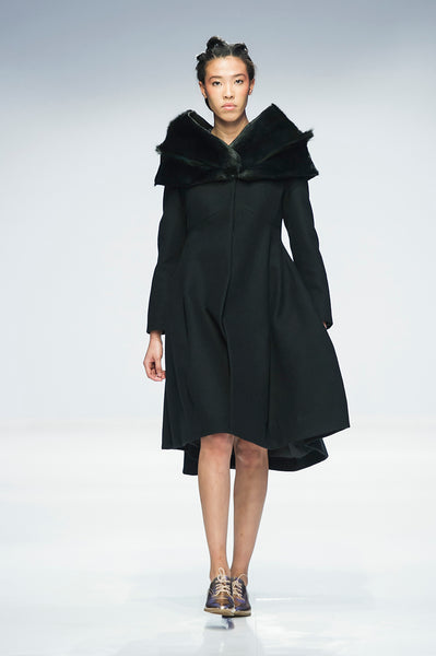 Black hourglass coat with Springbok fur capelet