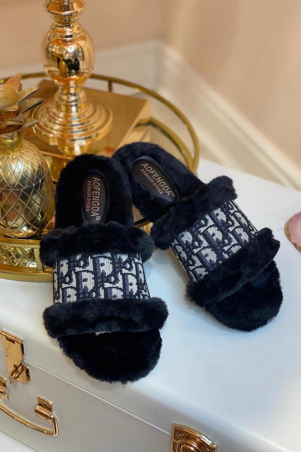 BLACK FAUX FUR & CANVAS PRINTED SLIPPERS